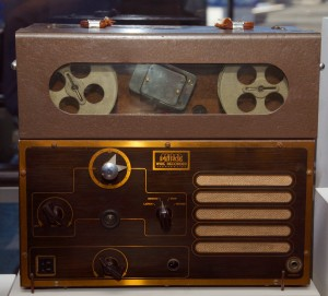 Peirce 55-B dictation wire recorder from 1945. Courtesy of Stanford University Libraries.  Source: Wikipedia.